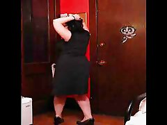 BEAUTIFUL CHUBBY GIRL DANCE AND STRIPS