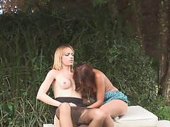 Tanned brunette in pantyhose gets slammed by blonde shemale