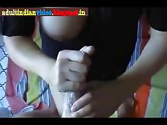 HAND JOB FOR BROS FRIEND SHE IS REALY AN EXPERT IN THIS