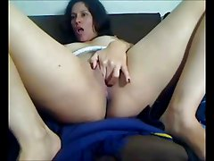 Girl Shows Pussy Up Close on Cam