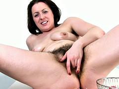 Jenna brooke-benjamin food stuffs in her hairy pussy.