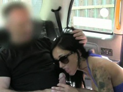 Slutty customer pounded by fraud driver in public place