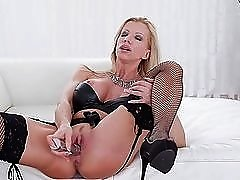 Leather bra on a milf babe toy fucking her pussy