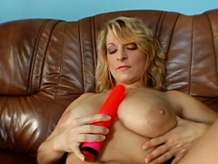 Fiery sexy oral-job from a sexy doll