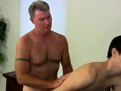 Hot twink Daddy Brett obliges of course, after sharing some