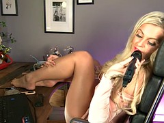 s66 daytime teejay walker feet on desk