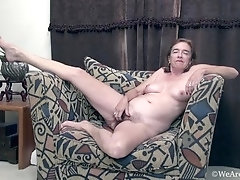 Sammie Jenkins enjoys her pussy on her couch