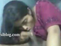 Indian Agra beautiful call girl gives blowjob to customer